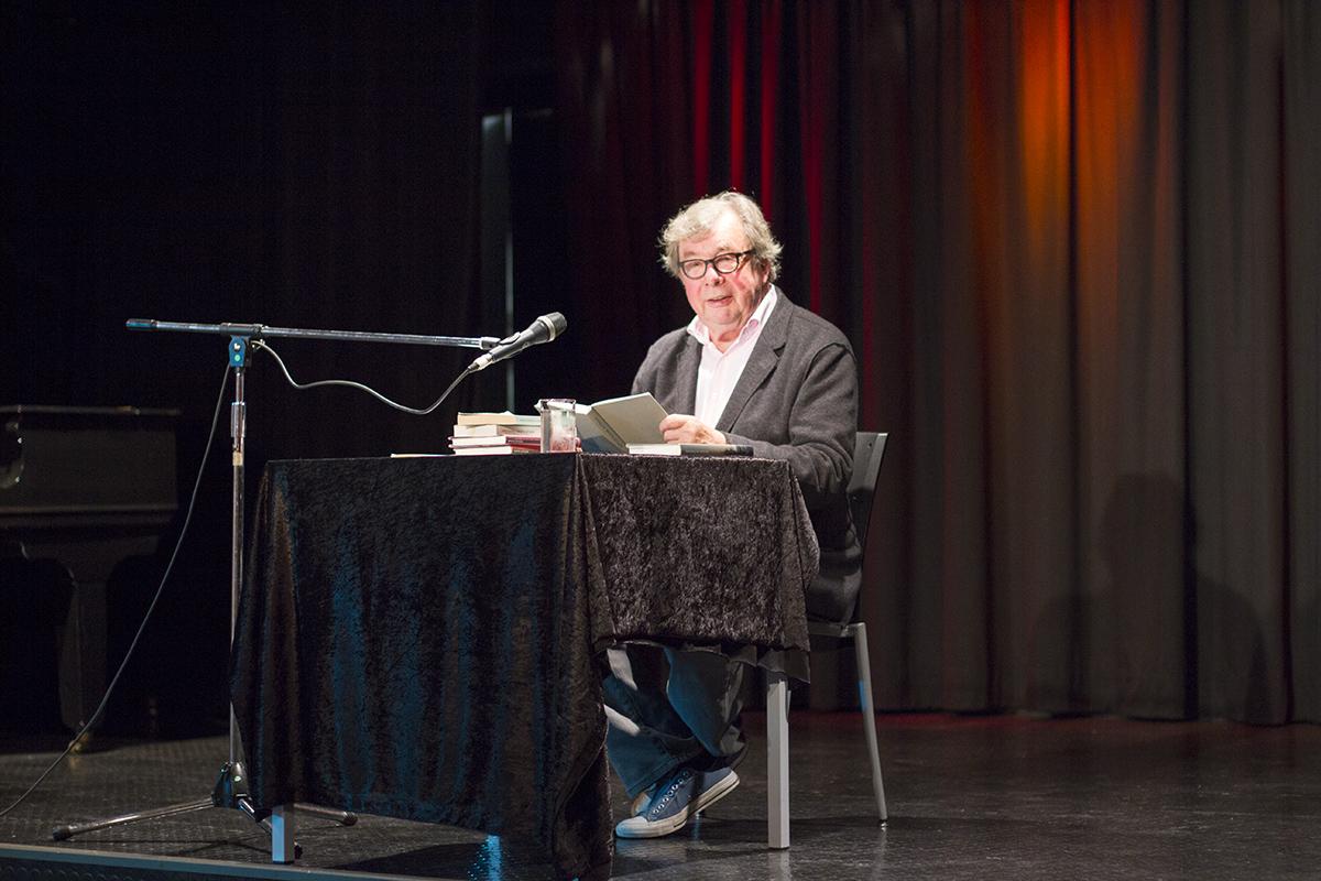 Professor Hellmuth Karasek im Kultschloss