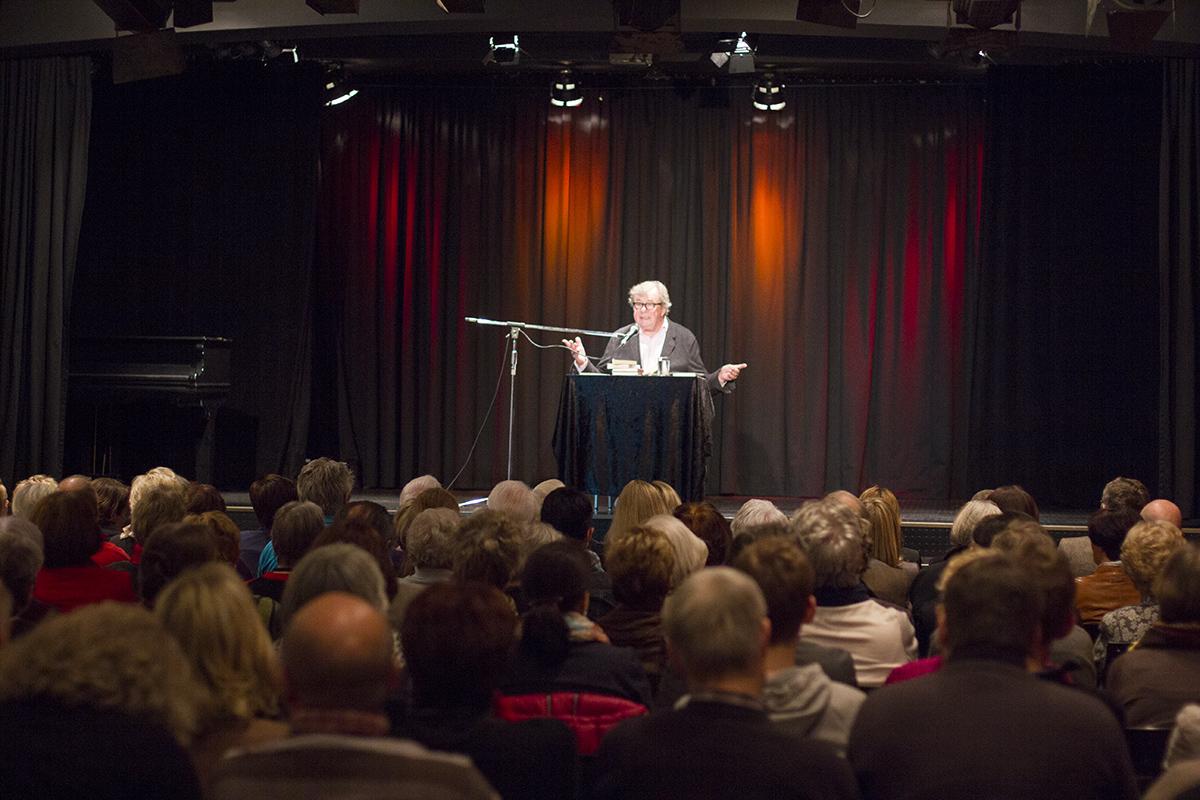 Professor Hellmuth Karasek liest Witze